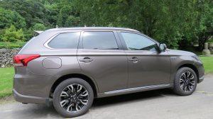 Mitsubishi Outlander PHEV (1)